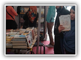 توافد عشرات الطلاب على معرض الكتاب الأول بجامعة بنها