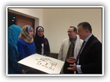 زيارة رئيس الجامعة كلية الفنون التطبيقية والتقاءه بالطلاب وحضور ورش العمل