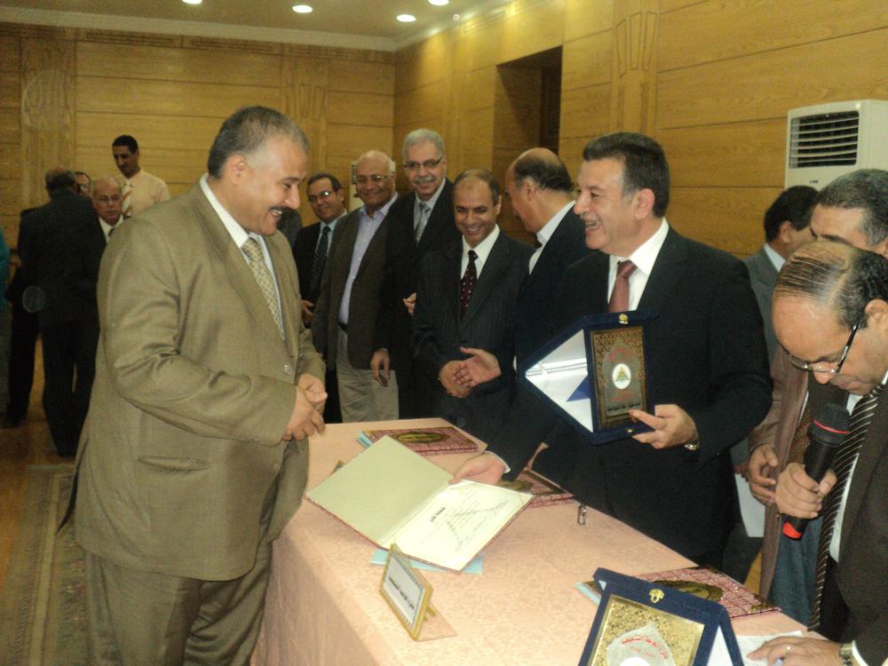 مجلس جامعة بنها يكرم الفائزين بجوائز الجامعة التقديرية والتشجيعية