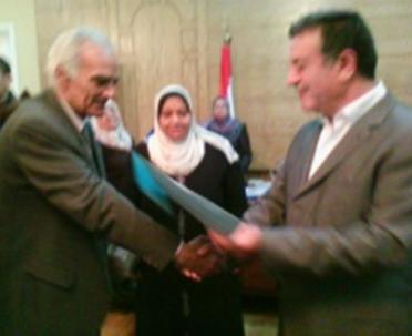 تكريم  السيد الأستاذ الدكتور / علي شمس الدين رئيس الجامعة  لعشائر جوالة الجامعة