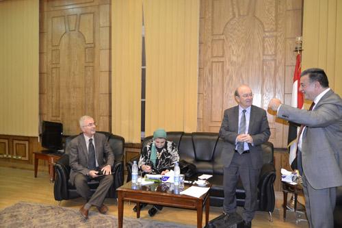 استقبل رئيس جامعة وفد المركز الثقافى البريطانى لجامعة بنها