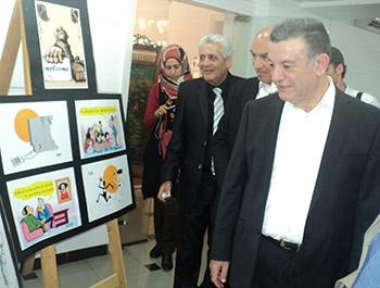 معرض فنى للفنون التشكيلية والحلى والكاريكاتير بجامعة بنها