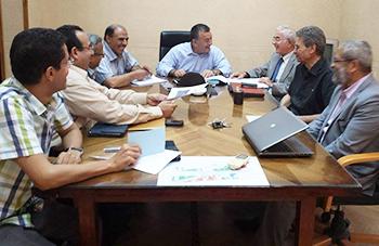 رئيس الجامعة يجتمع بمديري مشاريع تطوير تكنولوجيا المعلومات والإتصالات