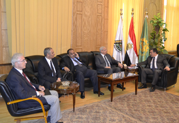 Prof. Dr. Ali Shams El Din receives the Minister of Higher Education
