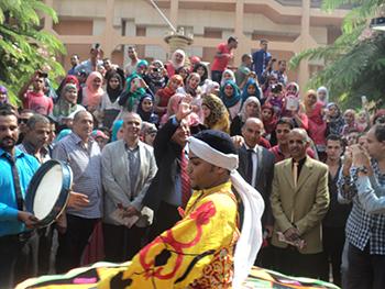 طلاب جامعة بنها يستقبلون العام الدراسى بالزغاريد والفرق الموسيقية