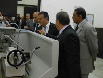 رئيس جامعة بنها ونائب التعليم يتفقدان المعامل وورش الطلاب بهندسة شبرا