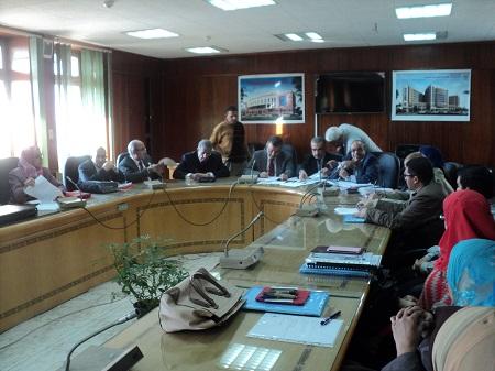 رئيس جامعة بنها يواصل إجتماعاته مع قيادات كلية الطب لمناقشة إستعدادات التقدم للجودة والإعتماد