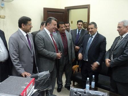 رئيس جامعة بنها يتابع زيارة فريق المحاكاة بكلية الحقوق