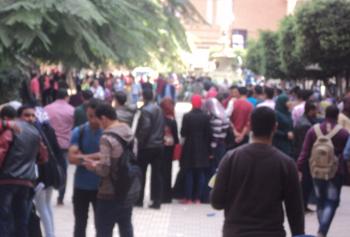 طلاب جامعة بنها يحولون مظاهرة للإخوان لآخري في حب مصر