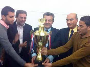 رئيس جامعة بنها تكرم الطلاب الفائزين بالمركز الأول فى مسابقة جامعات آمنة بطنطا