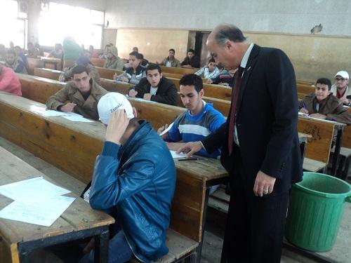 أ.د/ سليمان محمد مصطفي يتفقد أحوال امتحانات الترم الأول بجامعة بنها