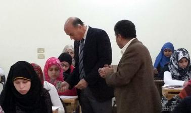 نائب رئيس الجامعة لشئون التعليم يتفقد إمتحانات الفصل الدراسى الاول