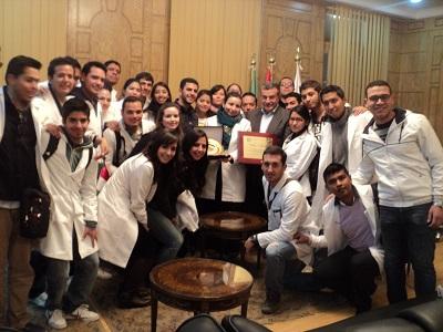 Le président de l'Université de Benha reçoit une délégation d'étudiants du Mexique