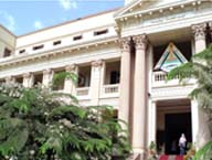 إدارة الجامعة الأولى في دوري الأنشطة الذي ينظمه نادي العاملين