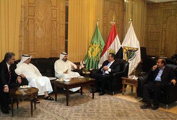 Le president de l'Université de Benha reçoit le président de l'Association de football du Koweït