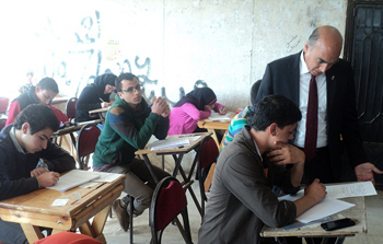 نائب رئيس الجامعة لشئون الطلاب يتفقد إمتحانات التعليم المفتوح