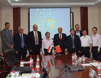 La signature d'accords de coopération entre l'Université de Benha et l'Université d'Huazhong en Chine