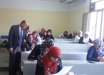 نائب رئيس الجامعة لشئون التعليم يتفقد إمتحانات الفصل الدراسى الدراسى الثانى
