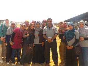 طلاب جامعة بنها في زيارة ميدانية لمزارع دينا