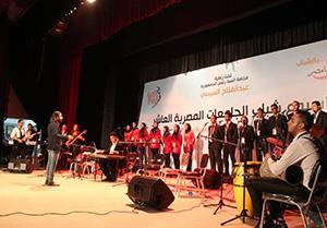 كورال بنها يتألق على مسرح جامعة قناة السويس