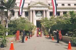 وزير التعليم العالى يشيد بالأداء الأمنى بجامعة بنها