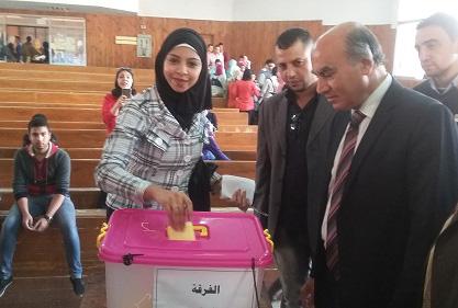 نائب رئيس جامعة بنها لشئون التعليم يتفقد لجان انتخابات الإتحادات الطلابية بكليات الجامعة
