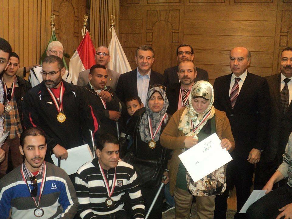 تكريم فريق الجامعة لذوي الاحتياجات الخاصة لحصوله على المركز الأول على مستوي الجامعات المصرية في الأنشطة الرياضية