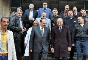 محافظ القليوبية ونائب رئيس جامعة بنها يتفقدان المستشفى الجامعى