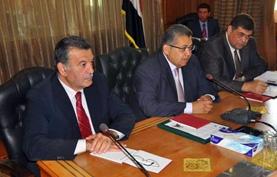 Une Délégation égyptienne participant au Forum des ministres de l'enseignement supérieur à Londres avec son homologue britannique, et la discussion des moyens de coopération entre les deux parties