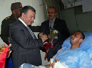وفد جامعة بنها يزور مصابي القوات المسلحة بمستشفى المعادي العسكري