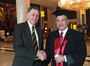 رئيس جامعة بنها يلتقى بعلماء جائزة نوبل خلال قمة جامعات العالم الصين