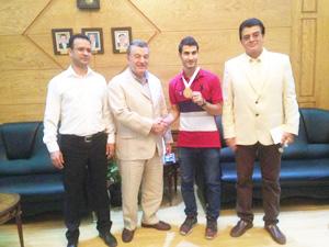 رئيس جامعة بنها يكرم لاعب منتخب مصر والأول فى بطولة العالم للكونغ فو بأندونسيا