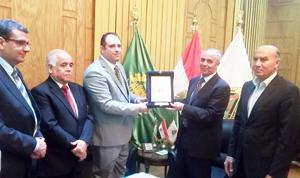 جامعة بنها تبحث مع القنصل العراقى سبل التعاون العلمى والطلابى بين الجانبين