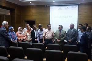 Le Président de l'Université de Benha ouvre le programme du fonctionnement et de l'orientation professionnelle pour les étudiants et les diplômés universitaires.