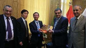Un accord de coopération entre l'université de Benha et l'Université d'études internationales en Chine dans le domaine des échanges scientifiques et des étudiants.