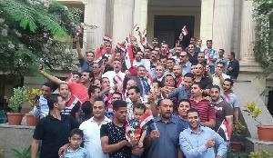 Le professeur Elsayed Elkaddi partage la joie des citoyens et les participe leurs beaux sentiments à l'occasion de la glorieuse victoire de la grande guerre d'octobre devant l'administration de l'Université Benha