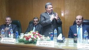 Le président de l'Université de Benha suit les travaux d'aménagement du département de dermatologie à l'hôpital universitaire
