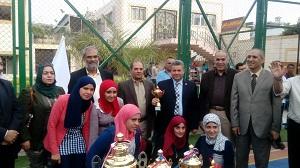 رئيس جامعة بنها يكرم منتخب الخماسي الحاصل على المركز الأول على مستوى الجامعات المصرية