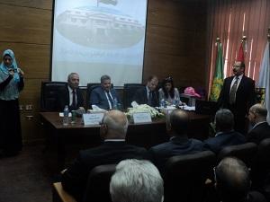 Lors de l'ouverture du Centre d'Orientation Professionnelle à l'Université de Benha : Le Président de l'Université soutient le plan de l'État pour les petits projets