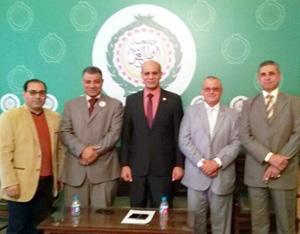 L'Université de Benha participe dans le forum scientifique de la construction écologique et de l'énergie durable «bâtiments verts - Énergie durable » à l'Université de la Ligue arabe