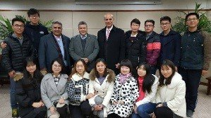 The university president meets the Arabic- interested Chinese Students