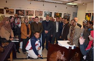 Le président de l'Université inaugure l'exposition de créations de la faculté de l'Education Spécifique de Benha