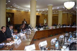 Conseil de l'Université de Benha s'accorde aux nominations tenues par les facultés de l'Université pour les deux prix : celui de l'Estimation et celui de la supériorité.