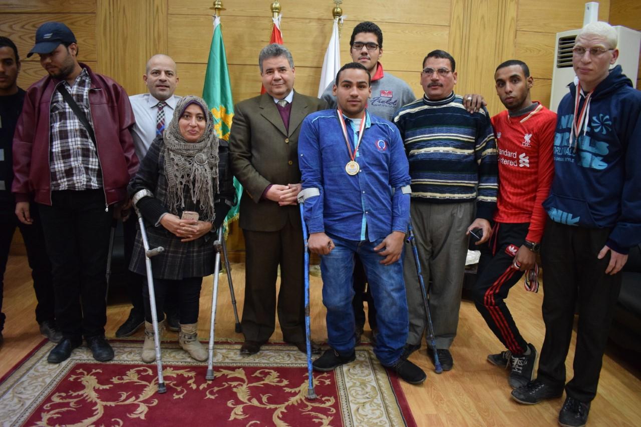 Honorer les héros des étudiants handicapés des universités égyptiennes dans le Conseil de l'Université de Benha