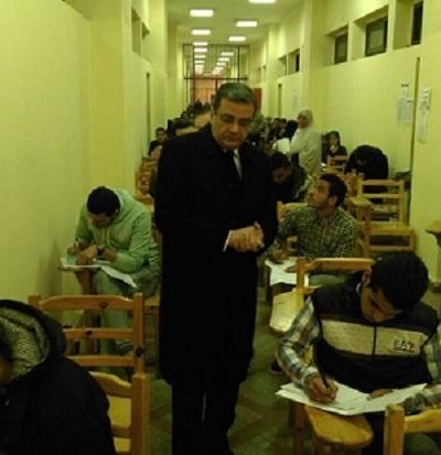 نائب رئيس جامعة بنها للدراسات العليا والبحوث يطمئن على سير الإمتحانات