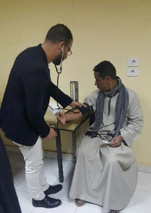 جامعة بنها تدفع بأكبر قافلة شاملة لدعم أهالى عرب العطيات بأسيوط وسط إقبال من المواطنين