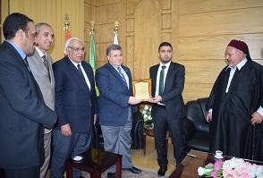 رئيس جامعة بنها يستقبل رئيس اتحاد طلاب ليبيا ومنسق القبائل الليبية المصرية