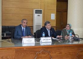 Lors d'une réunion avec les directeurs des départements et des administrations de l'Université de Banha, le Président de l'Université dit : L'erreur doit être corrigée avant qu'elle ne survienne et le travail en équipe est important.