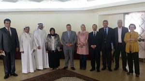 Le professeur Elsayed Elkaddi rencontre une délégation de l'Agence nationale de l'accréditation et de la qualité du Koweït au Caire.