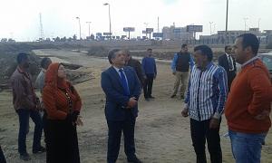 Le Président de l'Université de Banha assiste au début de la construction d'un bâtiment de la Faculté de l'éducation physique et inspecte la construction du bâtiment des examens et de la Bibliothèque centrale.